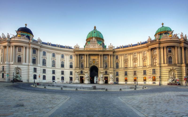 Императорский дворец Хофбург в Вене (Австрия)