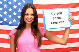 Девушка на фоне флага США