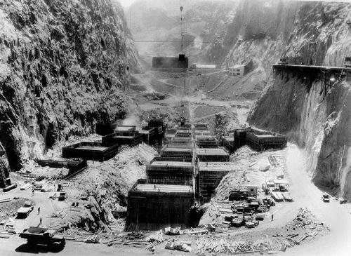постройка плотины