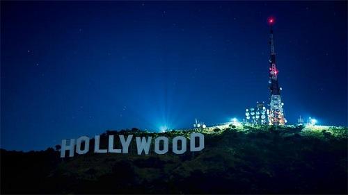 знак hollywood ночью