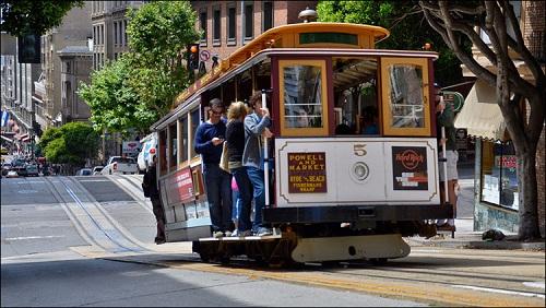 трамвай движется под горку
