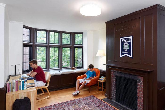 общежитии Йельского университета