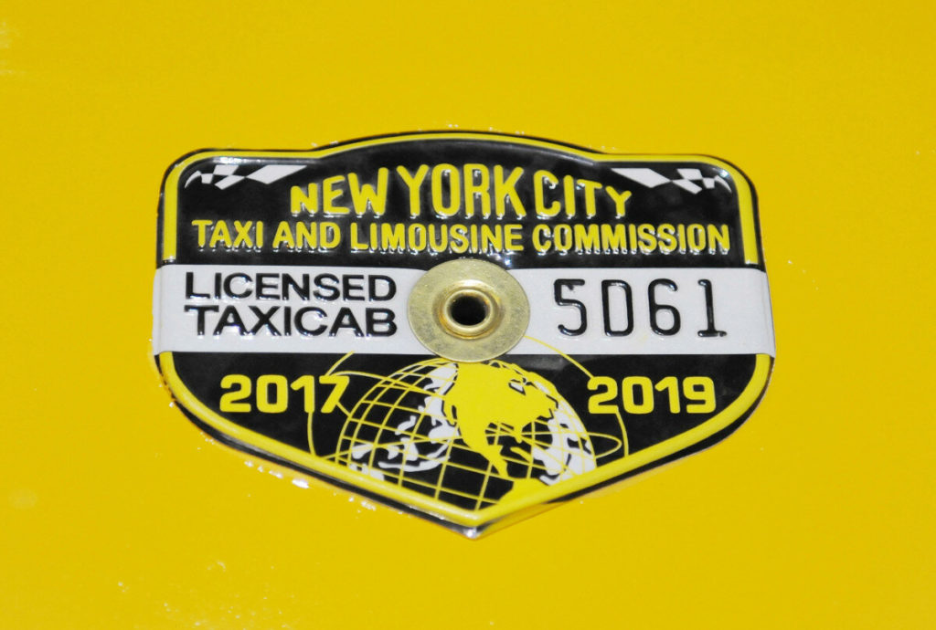 Как дорожал и дешевел медальон такси в США