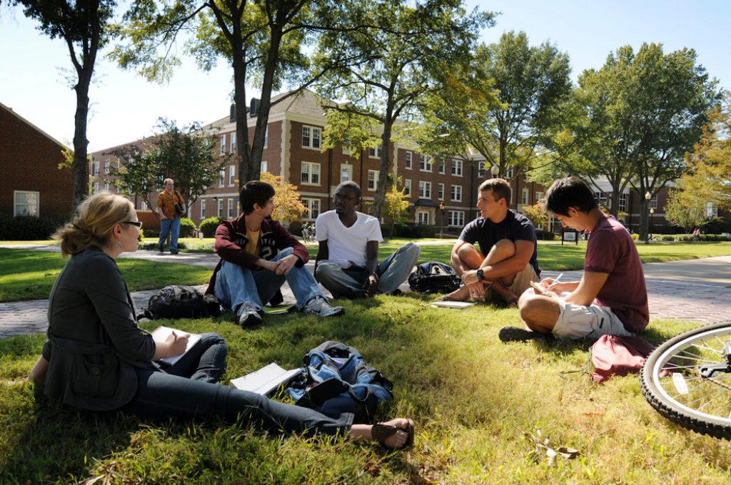 Студенты живут в кампусах